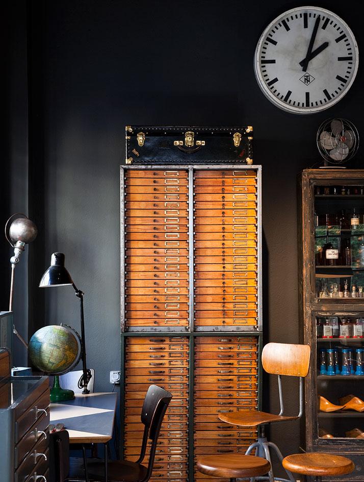 alketas-pazis-temporary-showroom-athens-greece-yatzer-9