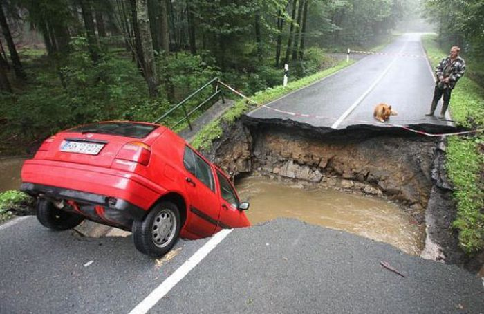1276692496_giant_sinkholes_and_road_collapses_14
