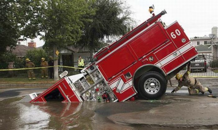1276692510_giant_sinkholes_and_road_collapses_18
