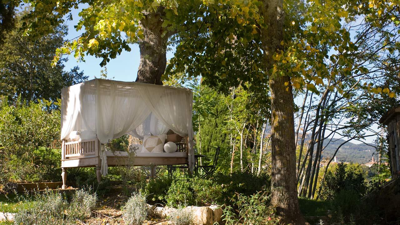 letto-alberi-giardino-agriturismo-toscana-fabbrini