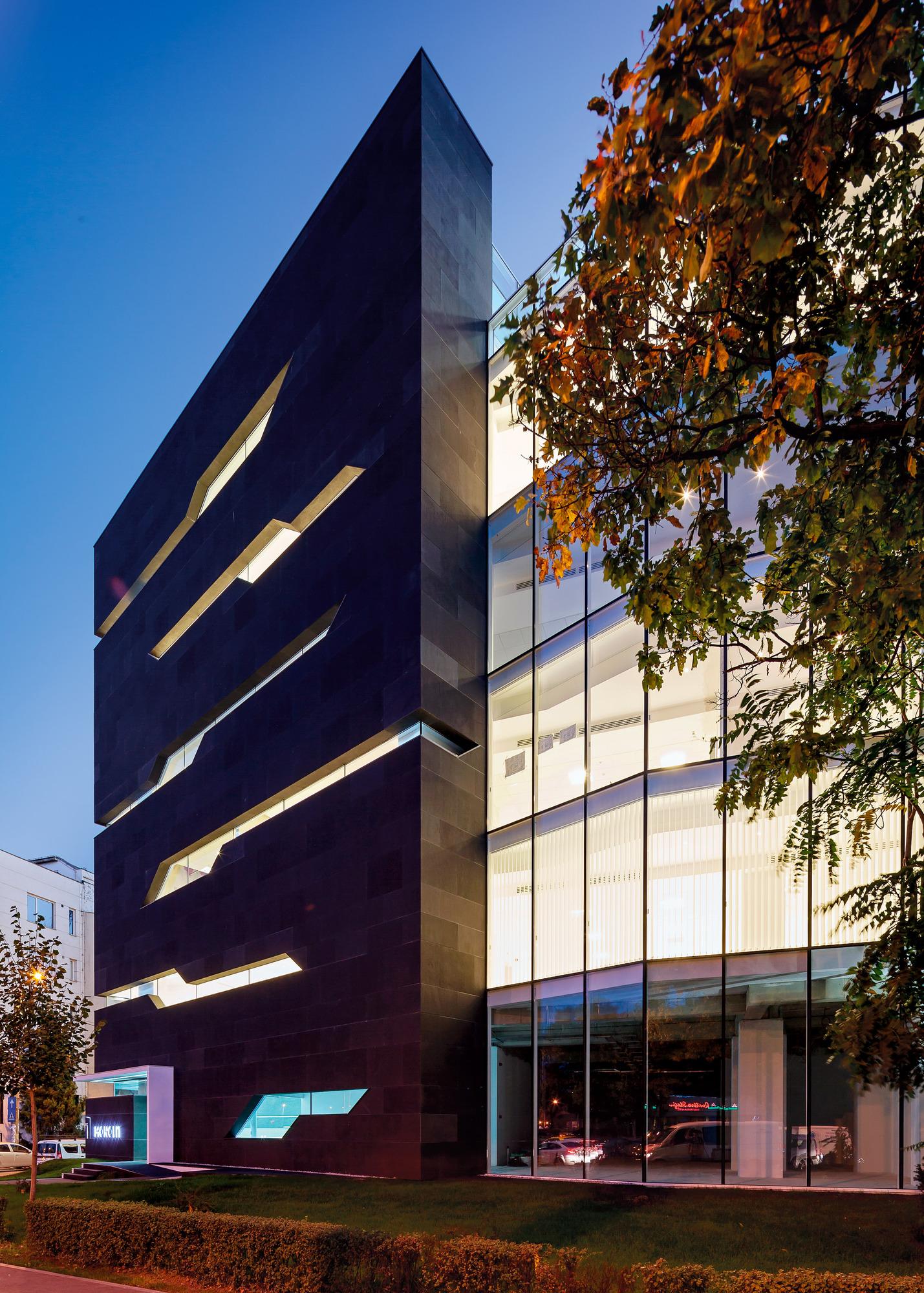 5111d4deb3fc4b4135000024_monolit-office-building-igloo-architecture_cdragomir_monolit_018