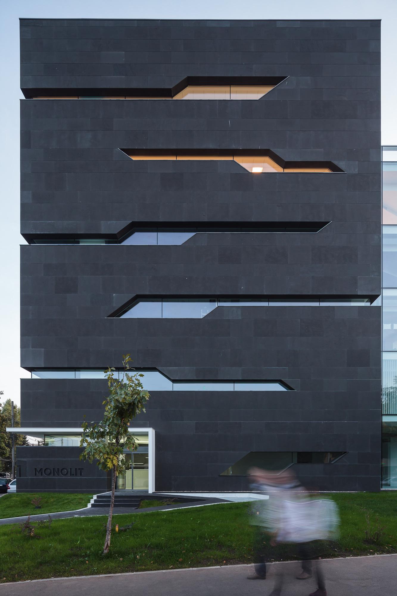 5111d4e8b3fc4bae40000025_monolit-office-building-igloo-architecture_cdragomir_monolit_024