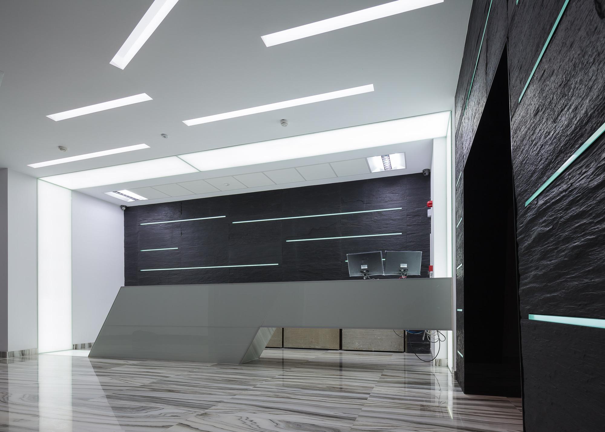 5111d49ab3fc4ba002000021_monolit-office-building-igloo-architecture_cdragomir_monolit_015