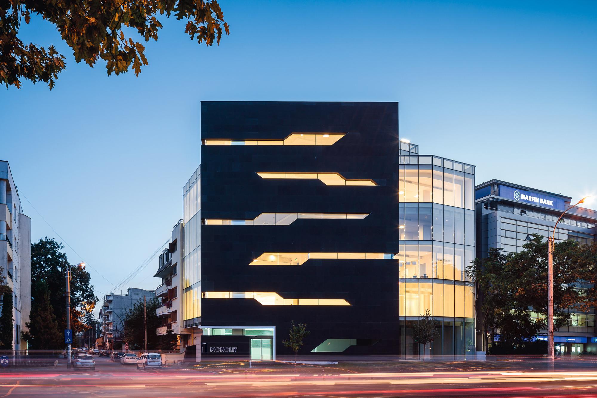 5111d487b3fc4b222400001f_monolit-office-building-igloo-architecture_cdragomir_monolit_011