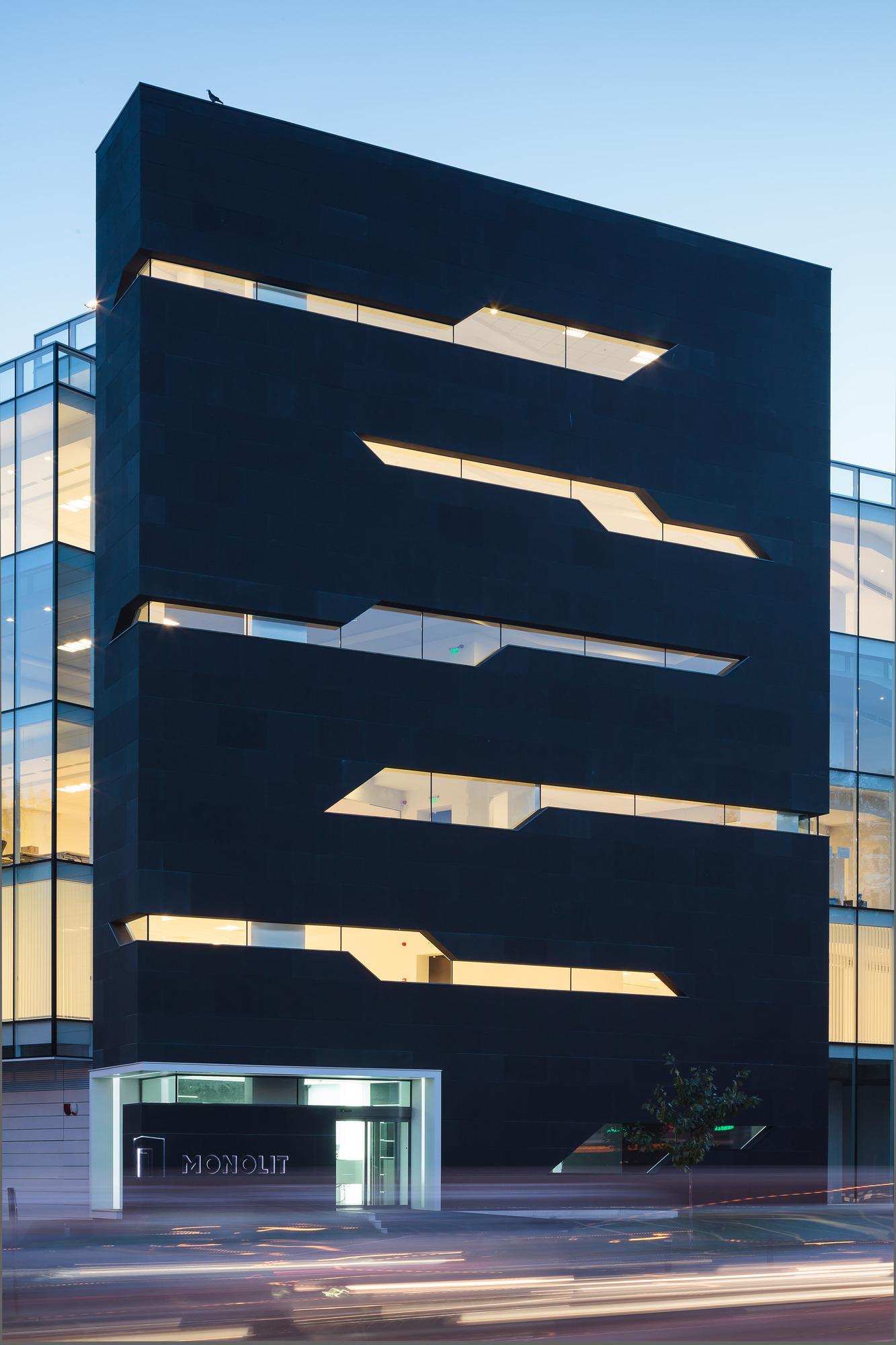 5111d499b3fc4bae40000020_monolit-office-building-igloo-architecture_cdragomir_monolit_012