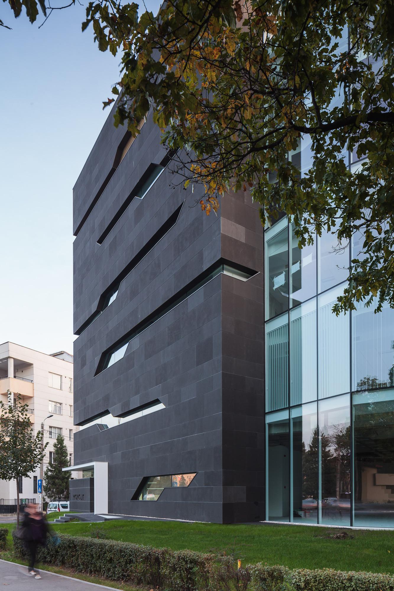 5111d506b3fc4b2224000027_monolit-office-building-igloo-architecture_cdragomir_monolit_029