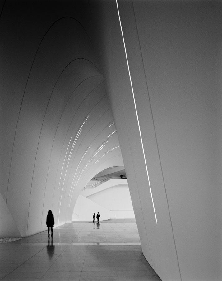5-Heydar-Aliyev-Center-Baku-Azerbaijan-Zaha-Hadid-photo-by-Helene-Binet_01
