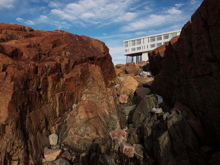 2-Fogo-Island-Inn-Saunders-Architects-photo-Alex-Fradkin-yatzer