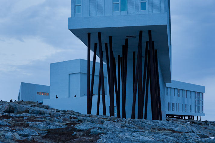 2-Fogo-Island-Inn-Saunders-Architects-photo-Iwan-Baan-yatzer