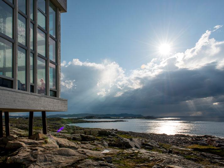 3-Fogo-Island-Inn-Saunders-Architects-photo-Alex-Fradkin-yatzer