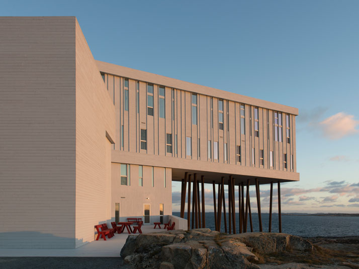 5-Fogo-Island-Inn-Saunders-Architects-photo-Alex-Fradkin-yatzer