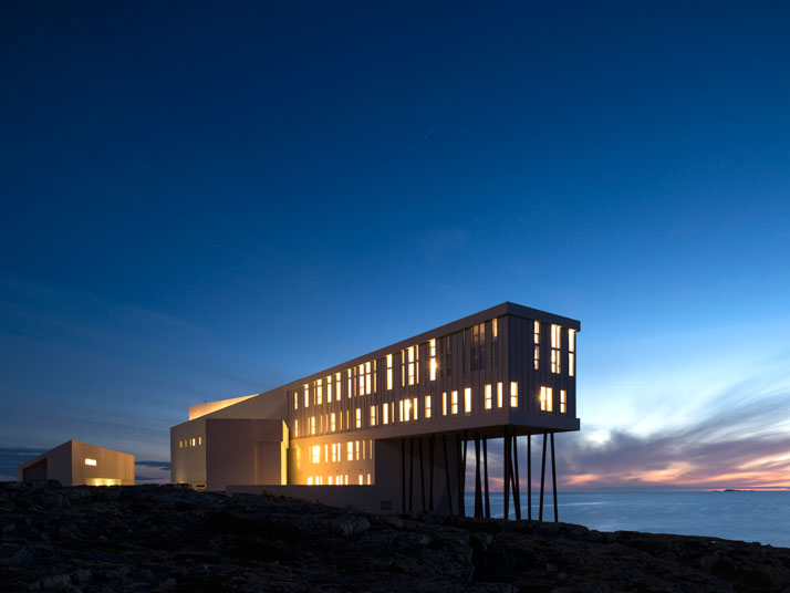 9-Fogo-Island-Inn-Saunders-Architects-photo-Alex-Fradkin-yatzer