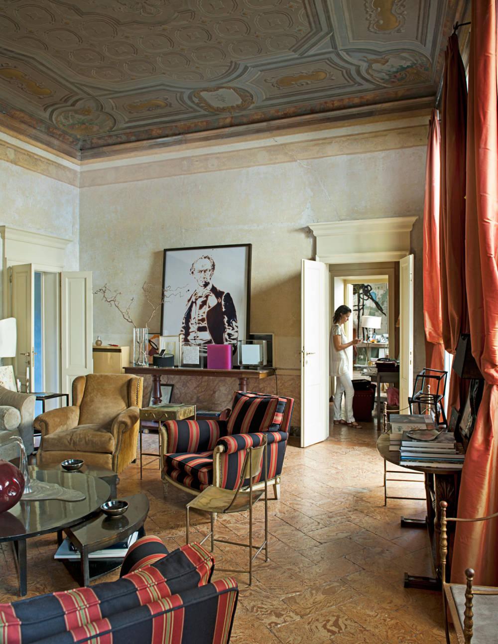 TCX-02-italian-pallazo-living-room-vik-muniz-portraits-1111-xl-mv