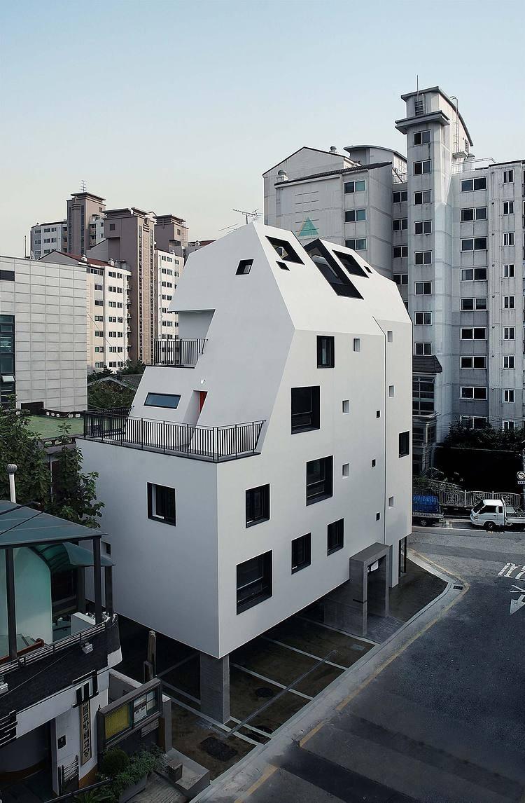 002-white-house-design-band-yoap