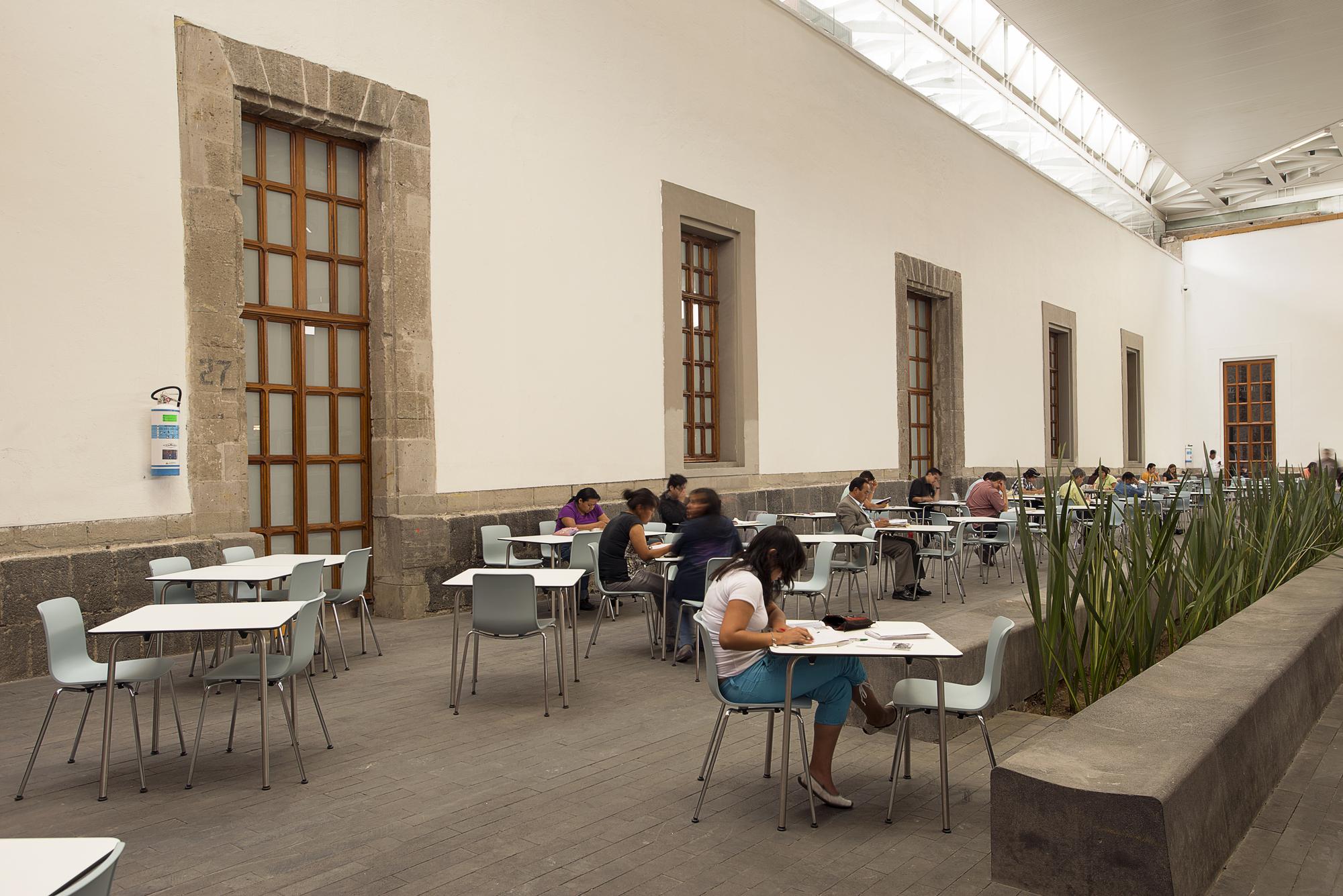 52e83b9ee8e44e3e3800002b_-the-city-of-the-books-and-the-images-taller-6a_dsc_1389