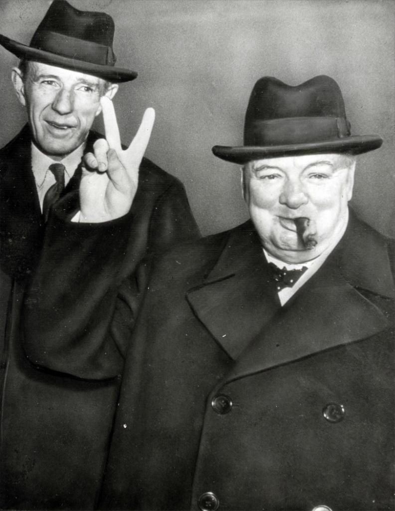 Знаменитый жест Черчилля Победа