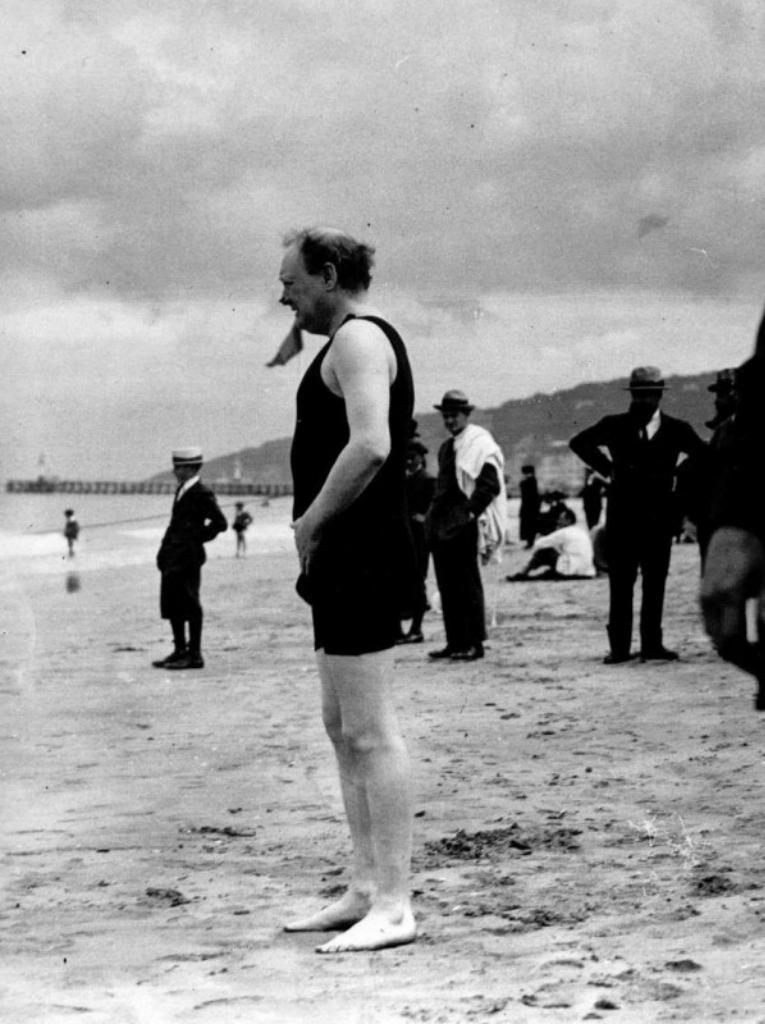 инстон Черчилль в купальнике. 1922 год