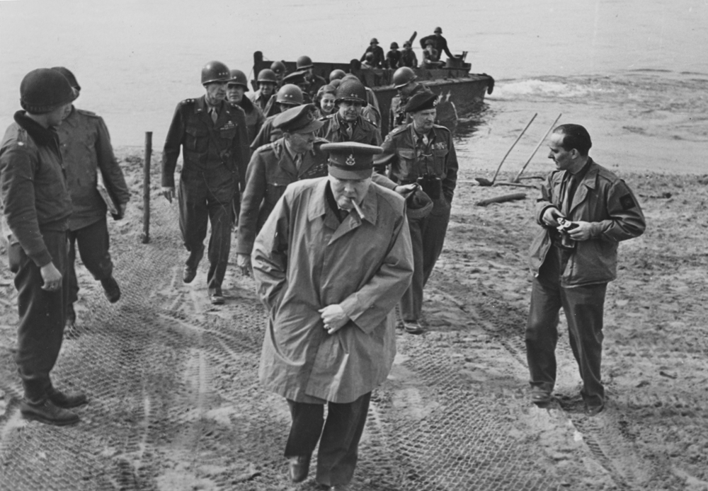 Черчилль после высадки союзных войск в Нормандии. 1944 год.