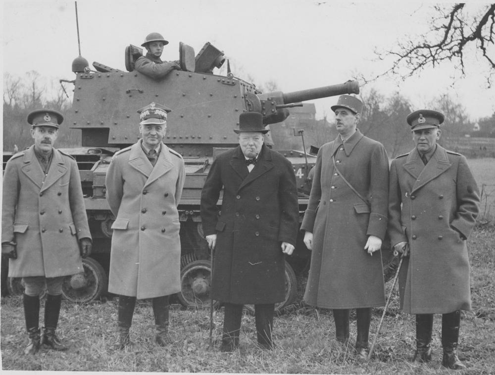 Черчилль с генералом Владиславом Сикорским и генералом Шарлем де Голль на демонстрации нового танка