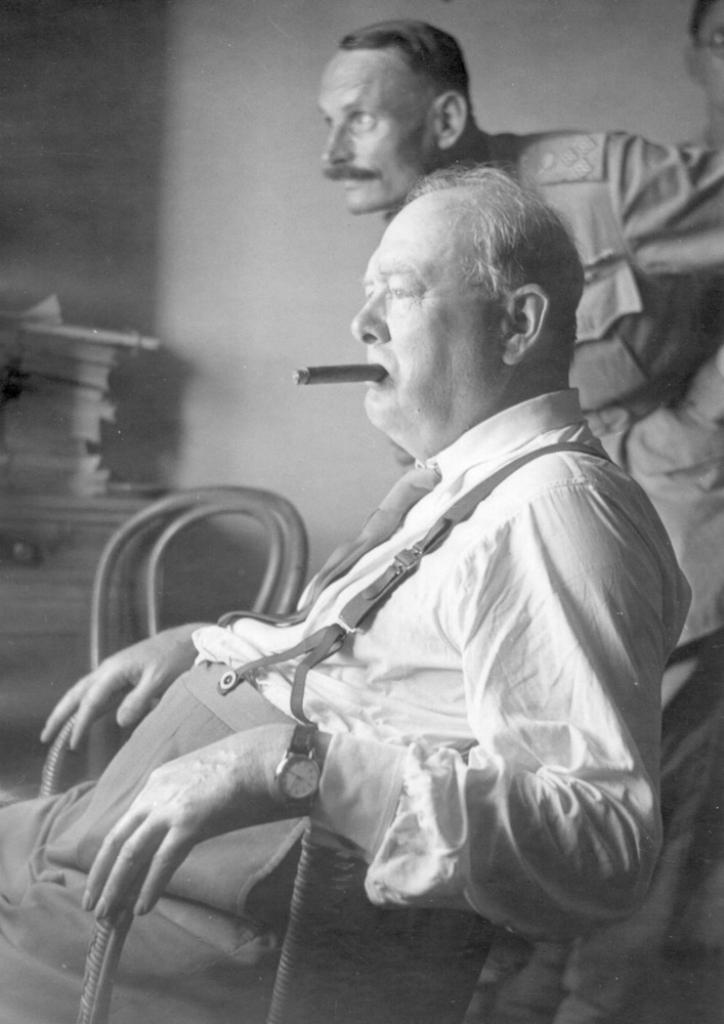 Черчиль в штабе подразделения союзных войск, недалеко от Флоренции, Италия.