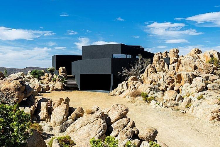 002-black-desert-house-oller-pejic-architecture