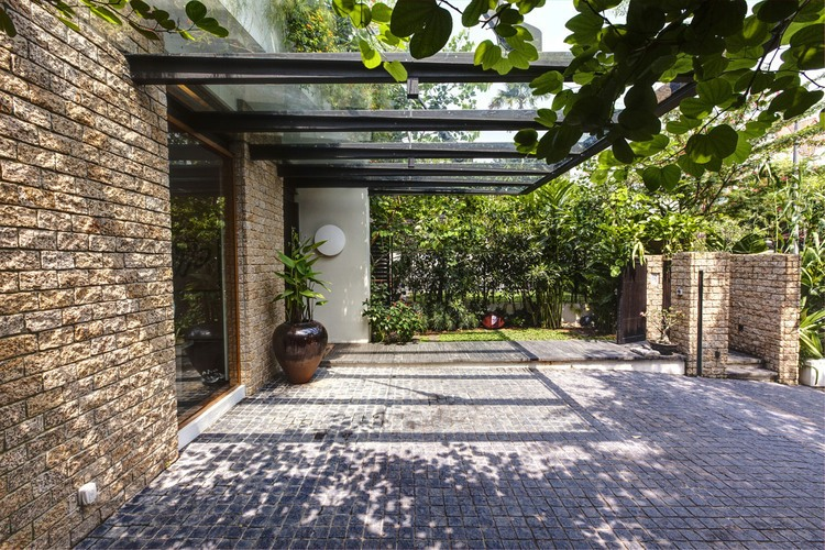 010-merryn-road-house-aamer-architects