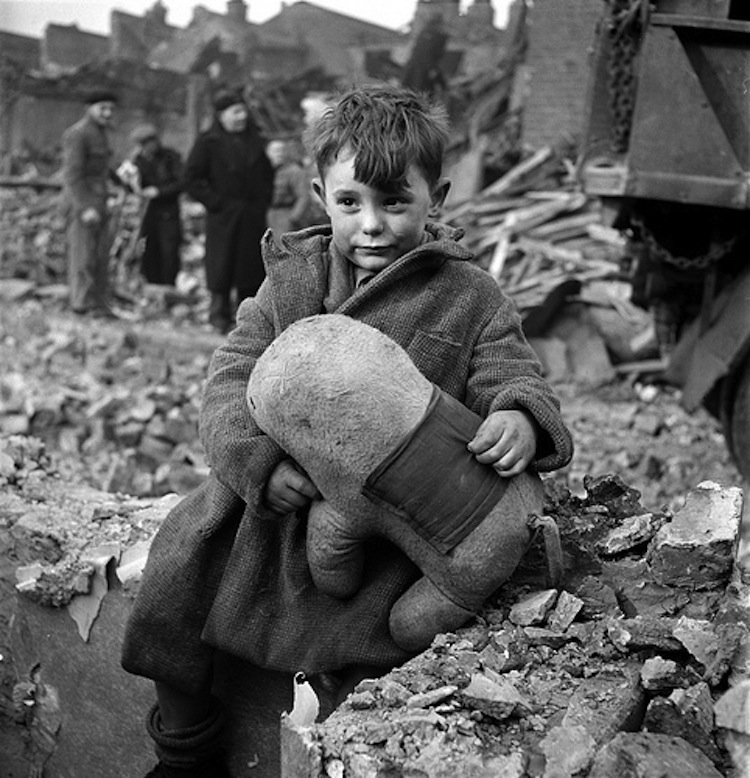 london-1940s-bombing-blitz11