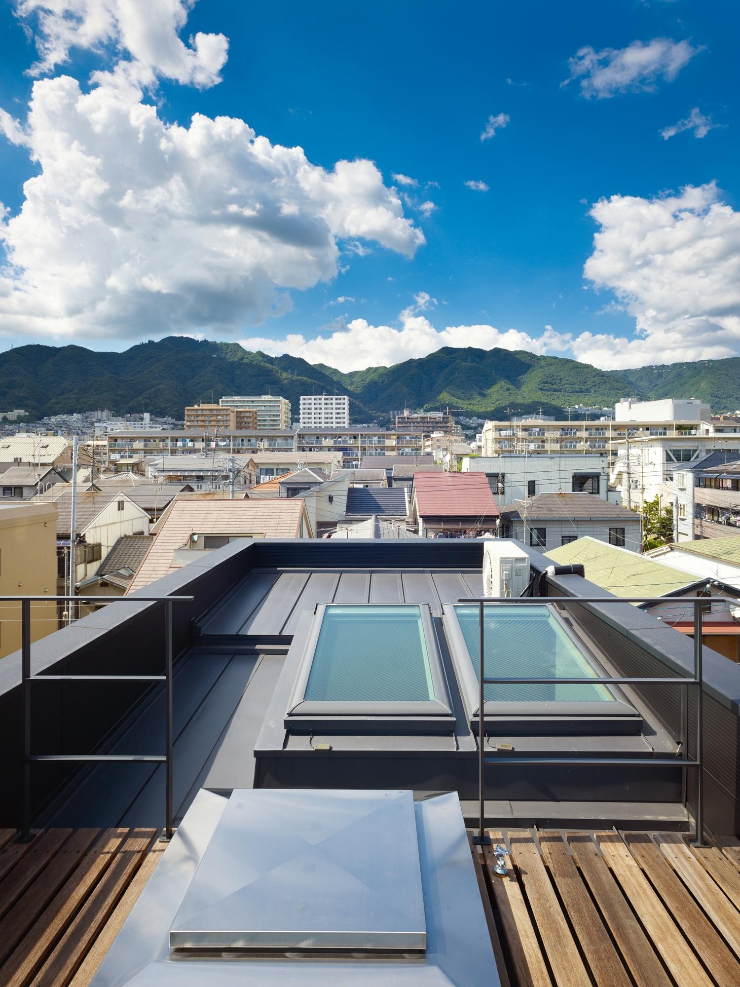 5144f2a9b3fc4b88c6000085_house-in-nada-fujiwarramuro-architects_oishi216772000
