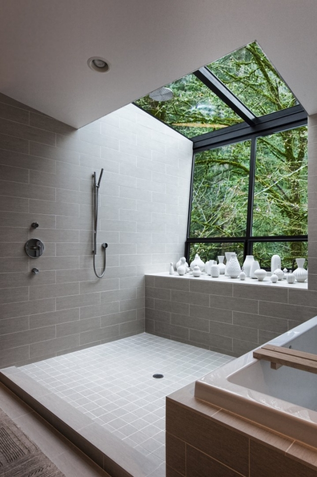 badezimmer-gestaltung-graue-fliesen-wand-handbrause