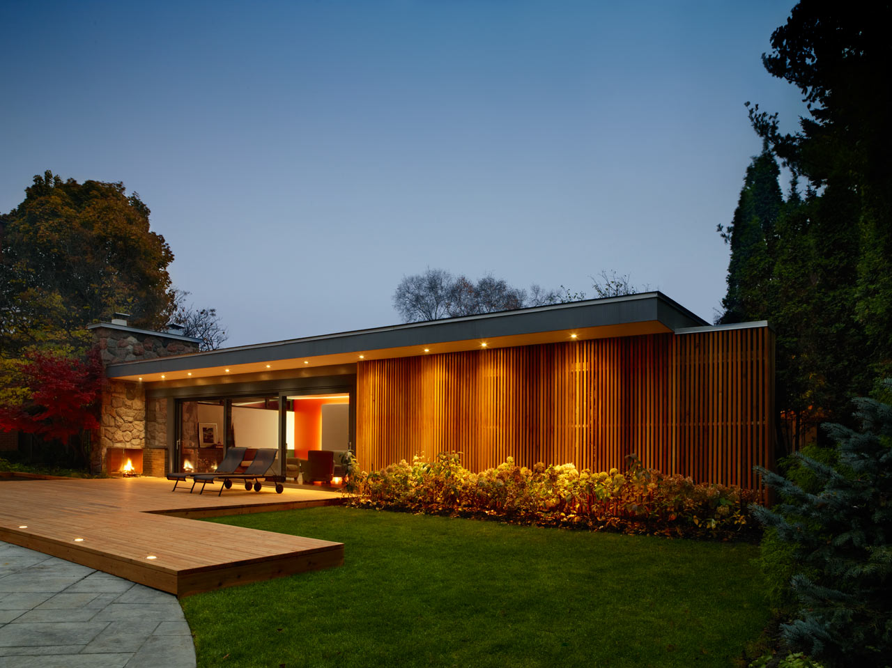 Mid-Century-Poolhouse-Tongtong-12