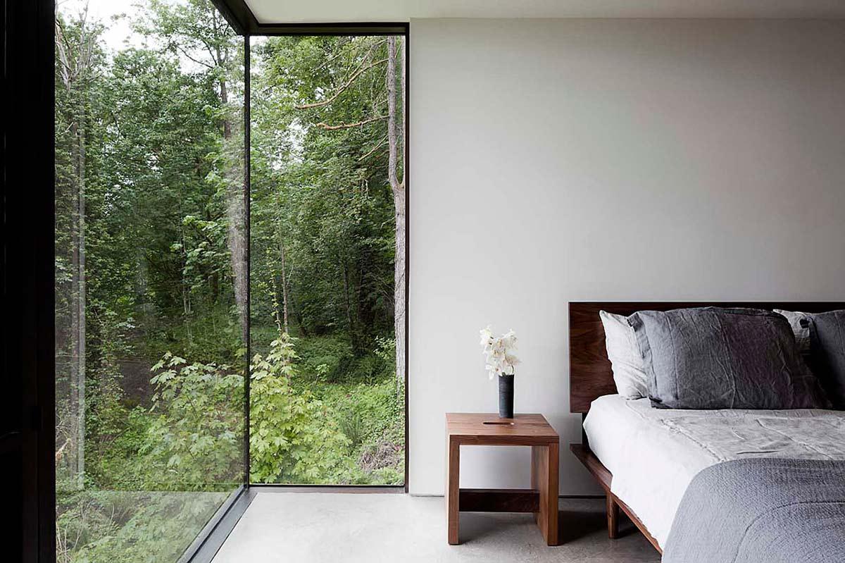 Case-Inlet-Home-Bedroom-Glass-Walls