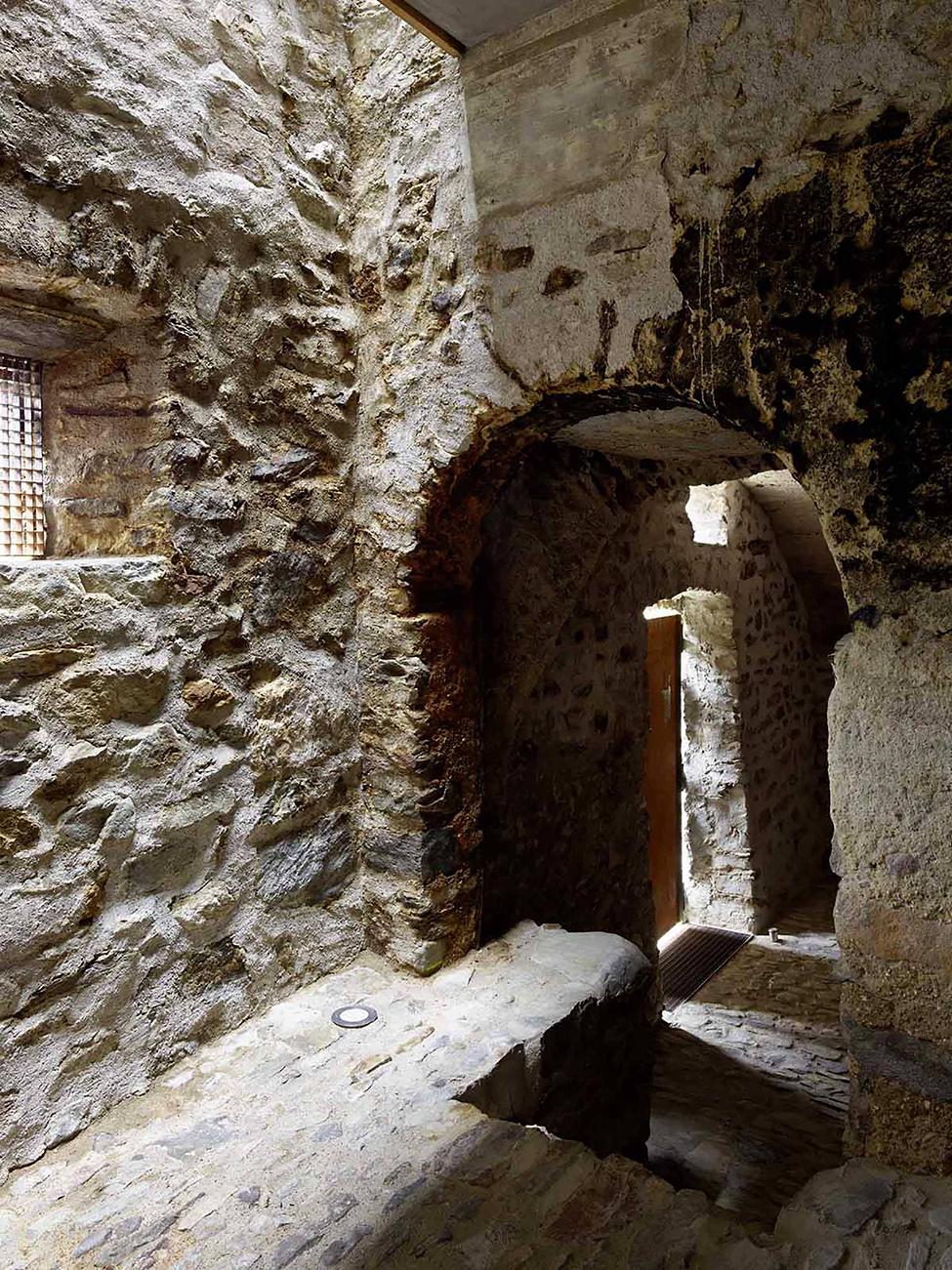 stone_house_scaiano_hqroom_ru_11