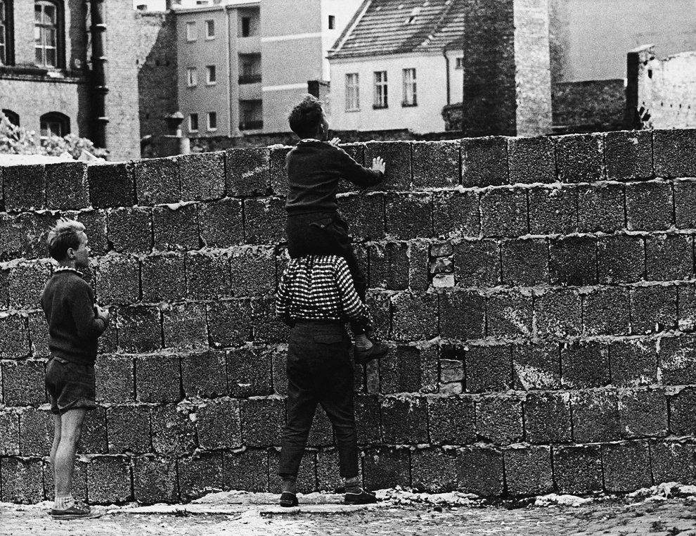 Берлинская стена разделила его