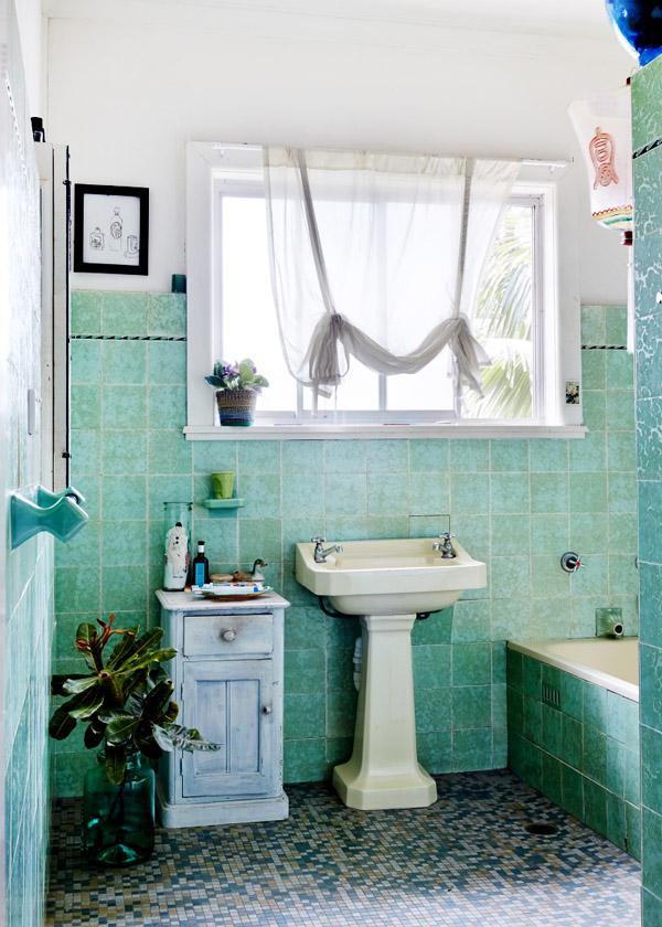 MyleeOzzie-bathroom