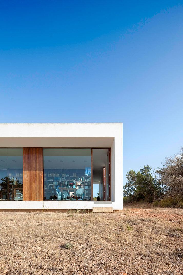 Home-Office-in-Formentera-island-by-Maria-Castello-Martinez-photo--Estudi-EPDSE-yatzer-9