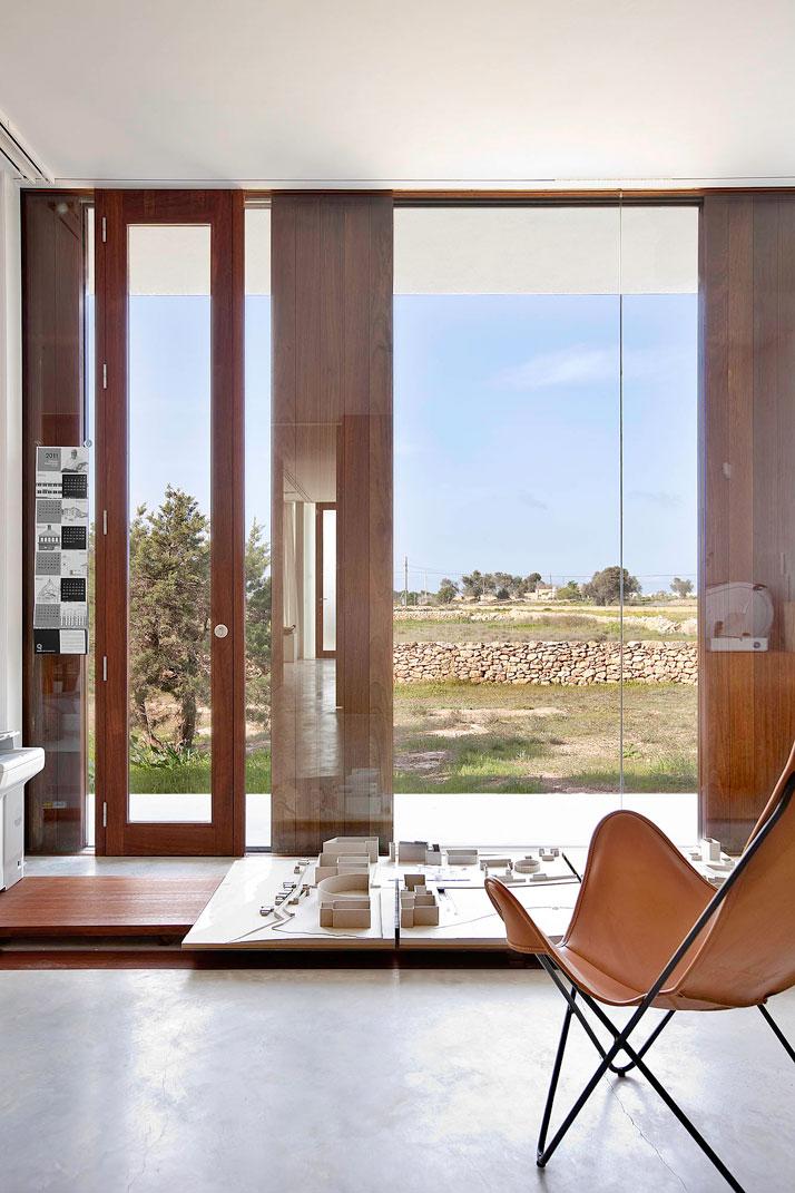Home-Office-in-Formentera-island-by-Maria-Castello-Martinez-photo--Estudi-EPDSE-yatzer-3