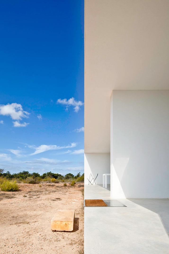 Home-Office-in-Formentera-island-by-Maria-Castello-Martinez-photo--Estudi-EPDSE-yatzer-4