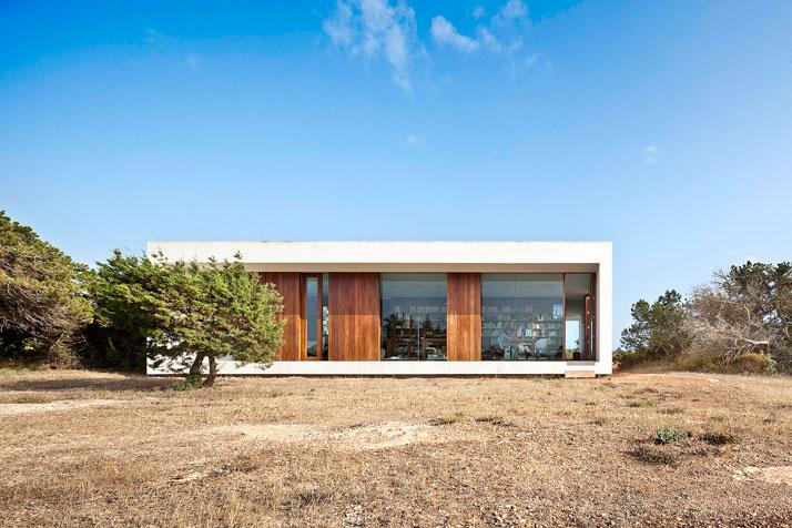 Home-Office-in-Formentera-island-by-Maria-Castello-Martinez-photo--Estudi-EPDSE-yatzer-5