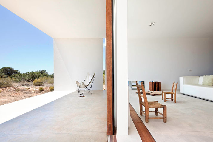 Home-Office-in-Formentera-island-by-Maria-Castello-Martinez-photo--Estudi-EPDSE-yatzer-6