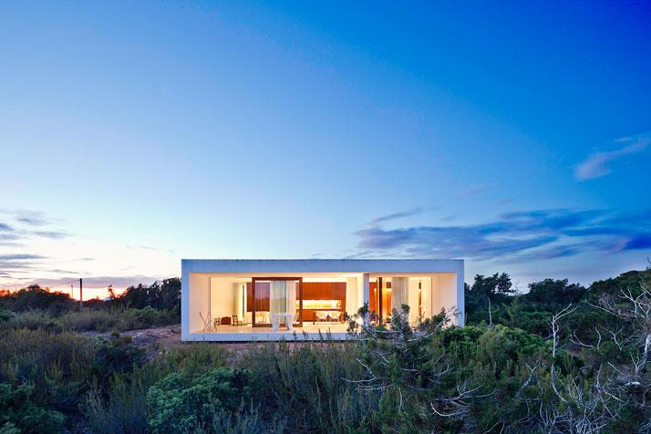 Home-Office-in-Formentera-island-by-Maria-Castello-Martinez-photo--Estudi-EPDSE-yatzer-10