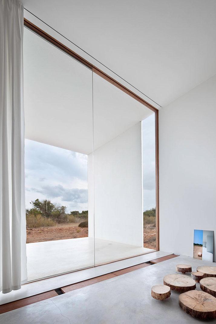 Home-Office-in-Formentera-island-by-Maria-Castello-Martinez-photo--Estudi-EPDSE-yatzer-11