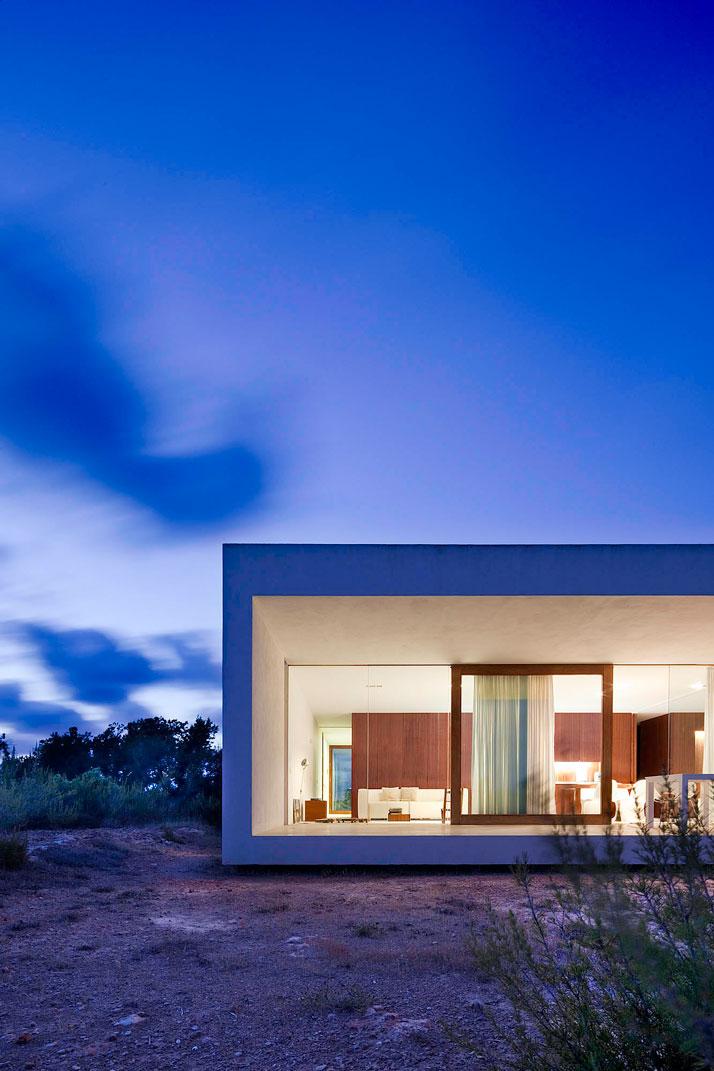Home-Office-in-Formentera-island-by-Maria-Castello-Martinez-photo--Estudi-EPDSE-yatzer-13