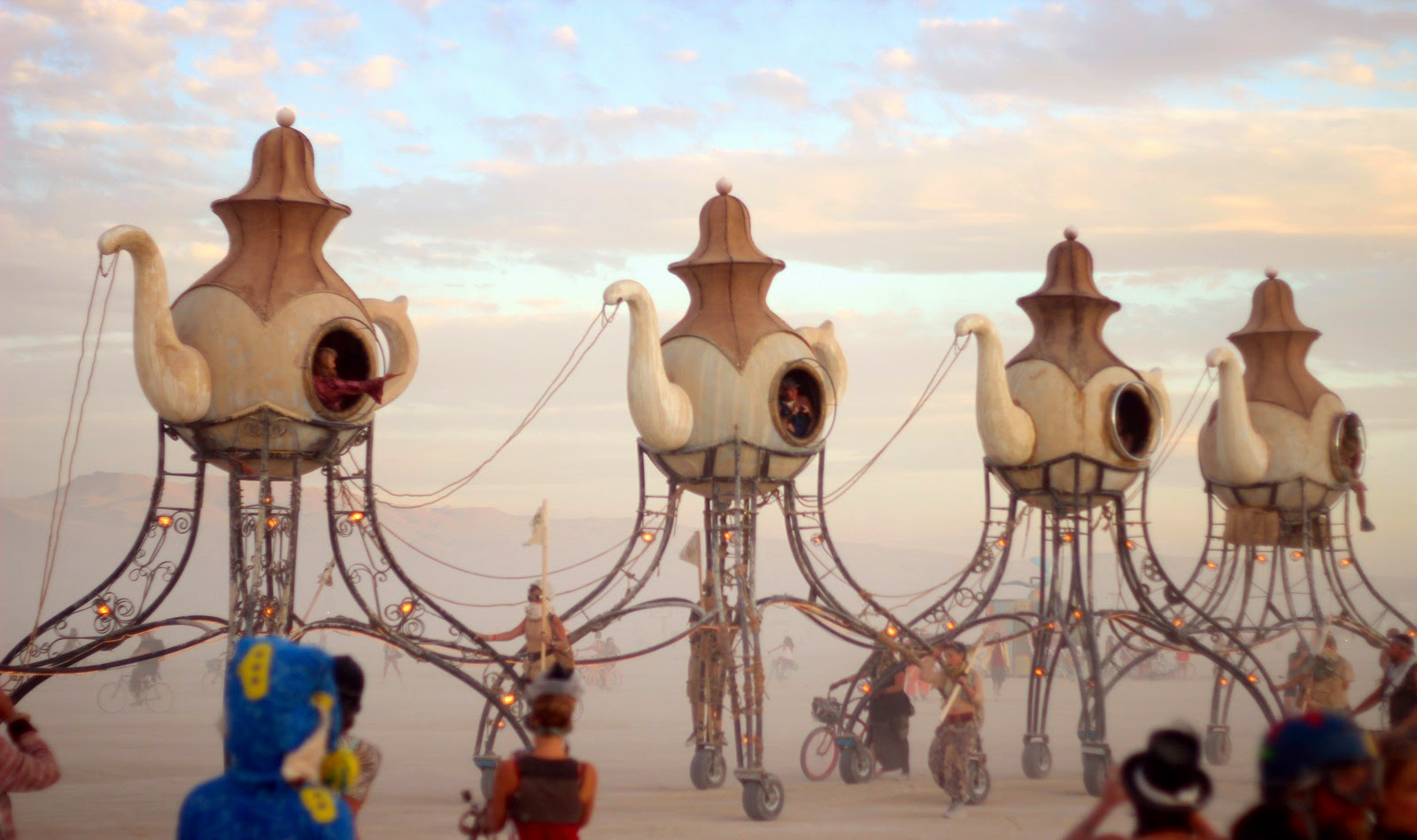 Lost_Tea_Party_Burning_Man_Art_Cars_2014_Tinka_Kalajzic