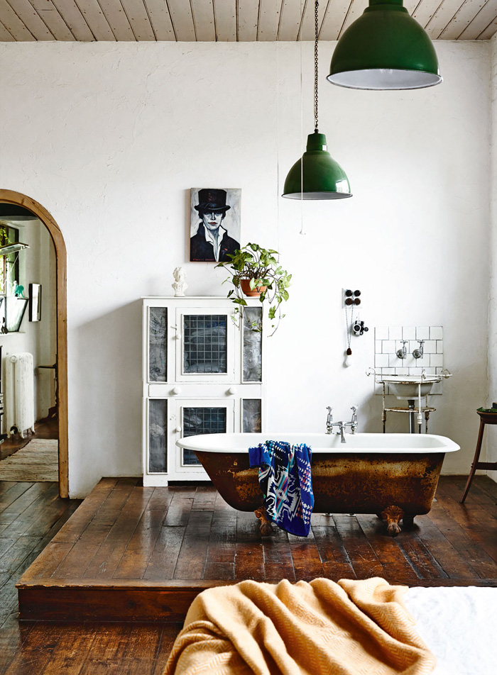 FANCY NZ Design Blog_INSIDEOUT magazine--stylingheathernetteking-photoderekswalwell-bath