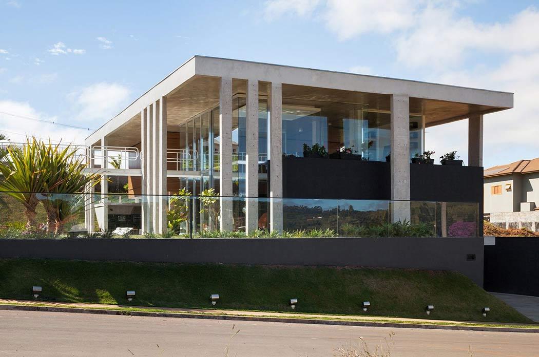 001-botucatu-house-fgmf-arquitetos-1050x697.jpg