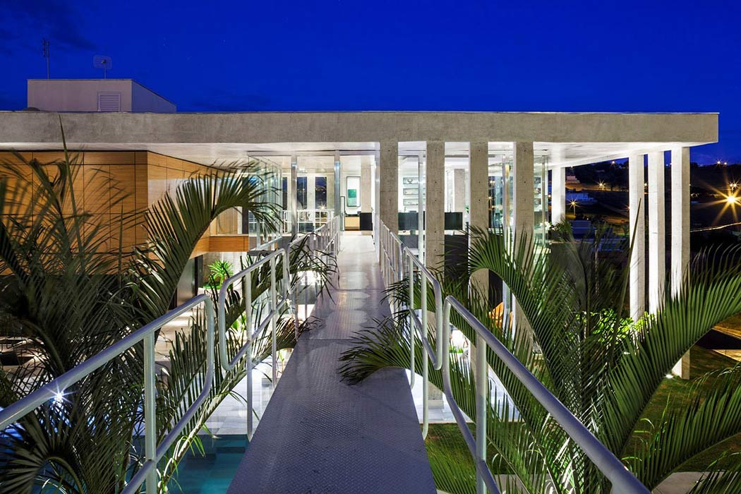 012-botucatu-house-fgmf-arquitetos-1050x700.jpg