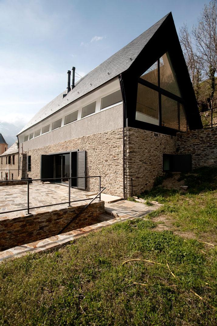 Architects-Cadaval-Sola-Morales-Pyrenees-yatzer-10