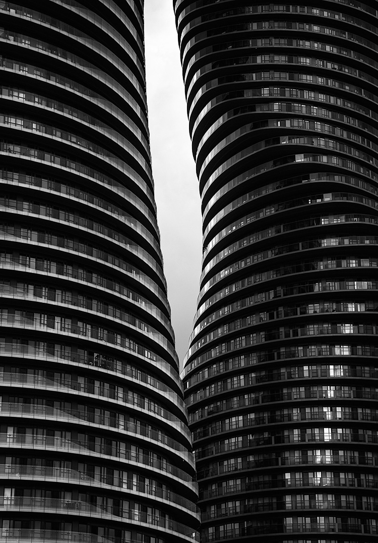 mississauga_monroe_absolute-world_condo_towers_close_bw_01