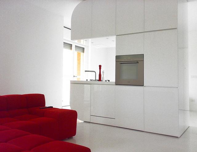 white_4_and_red_interior_Romolo_Stanco (1)
