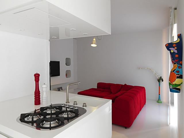 white_and_red_interior_Romolo_Stanco